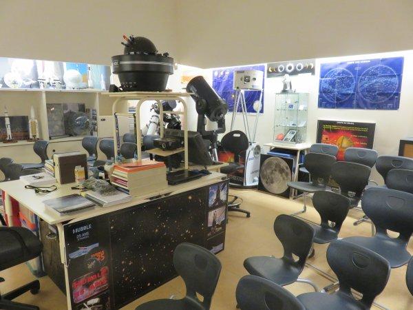 LES INSCRIPTIONS A l'ASTRO CLUB LOURDAIS SONT OUVERTES... LES PREMIERS RENDEZ-VOUS : CE VENDREDI 23 SEPTEMBRE à 17h pour les jeunes de 4° et 3° et à 18h pour les Lycéens et étudiants. Ce MARDI 27 SEPTEMBRE à 17h pour les jeunes de 6° et le MARDI 4 OCTOBRE pour les 5° à 17h. La salle est prête, tous les télescopes sont opérationnels et il y a du boulot !! ALORS BIENVENUE A TOUS !