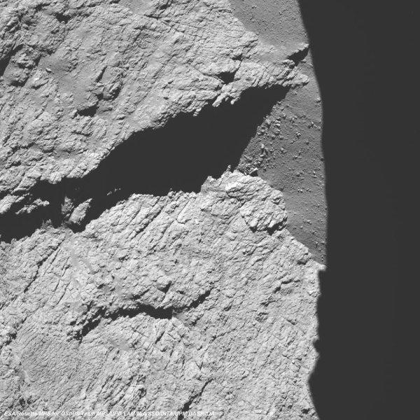 ROSETTA INFO DIRECT : VENDREDI 30 SEPTEMBRE 2016 : 10h30 ROSETTA SE PRÉPARE AU CHOC FATAL SUR SA COMÈTE PREMIÈRE IMAGE : La comète, photographiée ce matin à 7 h 25, depuis une altitude de 11.7 kilomètres par ROSETTA