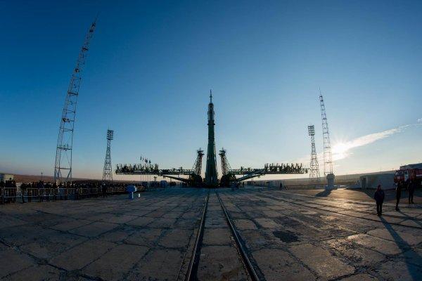 MISSION PROXIMA avec Thomas PESQUET : 14 Novembre 2016 J-3 : Les premières images du transfert de la fusée SOYOUZ jusqu'au pas de tir ! (Sources ESA-TP)