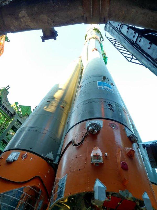 MISSION PROXIMA avec Thomas PESQUET : 16 Novembre 2016 J-1 : à Baïkonour, le lanceur SOYOUZ sur son pas de tir ! (Sources ESA-TP)