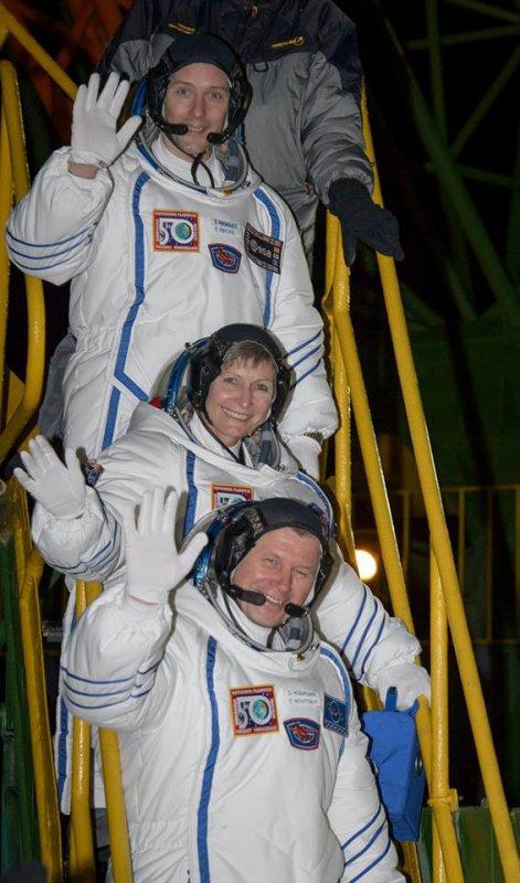 MISSION PROXIMA avec Thomas PESQUET : 17 Novembre 2016 JOUR J : LES PREMIÈRES IMAGES DU DÉCOLLAGE DU SOYOUZ