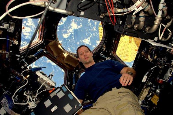 MISSION PROXIMA avec Thomas PESQUET : 21 Novembre 2016 PREMIÈRE IMAGE de Thomas PESQUET à bord de la Station Spatiale Internationale. (Source ESA-TP).