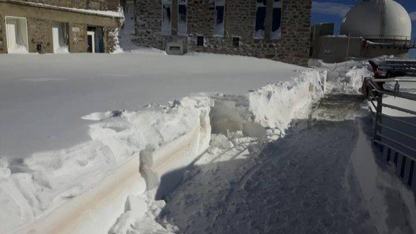 PHOTOS DU JOUR : Les dernières précipitations neigeuses ont apporté un mètre de neige fraîche à 2.877m d'altitude au Pic du Midi. L'ensemble de la chaîne a été servi en poudreuse ! Cette fois-ci, elle est bien là !!