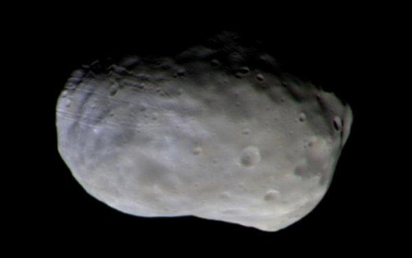 L'IMAGE DU JOUR : EXOMARS PREMIÈRE IMAGE COULEUR DE PHOBOS, un des deux satellites de la planète MARS ! Cette image de Phobos est prise avec le système d'imagerie de surface couleur et stéréoscopique d'ExoMars (CaSSIS). L'observation a été faite à une distance de 7.700 km et donne une résolution de 87m/pixel. Pour créer l'image finale en couleur, deux images ont été prises à travers chacun des quatre filtres couleur de la caméra: panchromatique, bleu-vert, rouge et infrarouge, puis assemblées et combinées pour produire le composite haute résolution. Cette représentation de couleur peut révéler des détails de la minéralogie de surface. Différentes couleurs sont clairement visibles, avec la partie la plus bleue dans la direction du grand cratère Stickney, qui est hors de vue à gauche. Bien que la composition exacte du matériau soit inconnue, on pense que les différences de couleur sont dues à des variations de composition sur des échelles de plusieurs centaines de mètres à plusieurs kilomètres. (Sources ESA-Roscosmos-CaSSIS)
