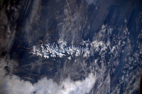 MISSION PROXIMA avec Thomas PESQUET : 16 Décembre 2016. LA TERRE VUE DE L'ISS : D'Ouest en Est, les Pyrénées un peu enneigé !! (Sources ESA-TP)