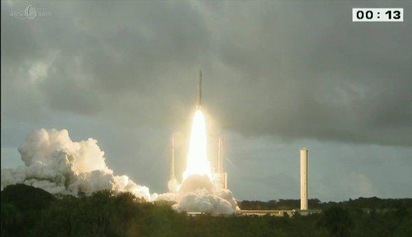 DERNIER LANCEMENT DE L'ANNÉE A KOUROU ET NOUVEAU SUCCÈS : Un nouvel exemplaire de la fusée Ariane 5 ECA (VA 234) a mis sur orbite 2 satellites de télécommunications depuis le Centre spatial guyanais (CSG) ce mercredi 21 décembre 2016 à 21h15 : JCSAT-15 et Star One D1. Images CNES-ARIANESPACE
