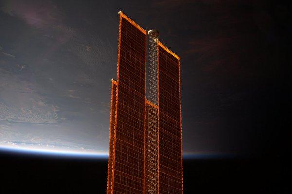 MISSION PROXIMA avec Thomas PESQUET : 23 Décembre 2016. LA TERRE VUE DE L'ISS : Le Terminateur est la ligne de séparation entre le jour et la nuit, sur une planète vue depuis l'espace. Dans l'ISS on la franchit 16 fois en 24h à bord de la Station Spatiale Internationale ! (Sources ESA-TP)