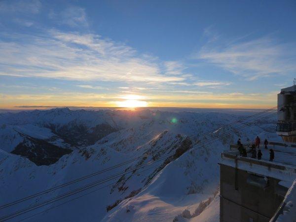 UN COUCHER DE SOLEIL ET EN MÊME TEMPS UN LEVER DE LUNE depuis le Pic du Midi, après une superbe journée d'observation du Soleil !!