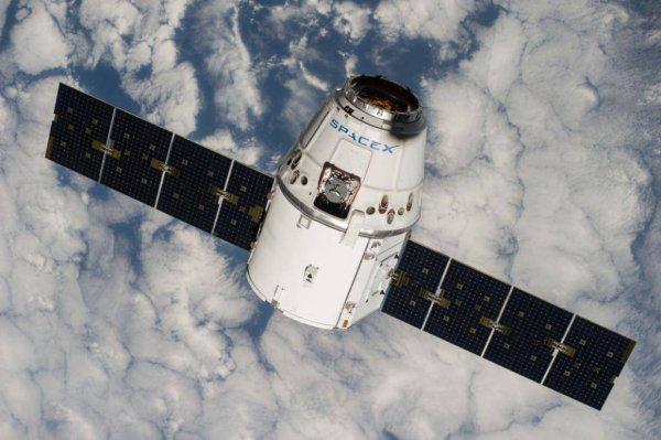 ESPACE INFO : LE RAVITAILLEUR DRAGON lancé par la Société SPACE X le 19 février, s'arrimera demain à la Station Spatiale Internationale ! Il sera déchargé par les astronautes présent actuellement dont Thomas PESQUET. (Sources SPACE X-NASA-ESA-TP)