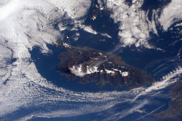 MISSION PROXIMA avec Thomas PESQUET : 23 Février 2017. LA TERRE VUE DE L'ISS : Approche parfaite du ravitailleur Dragon à 5km environ de la Station Spatiale et sous la Corse à 400km ! (Sources ESA-TP)