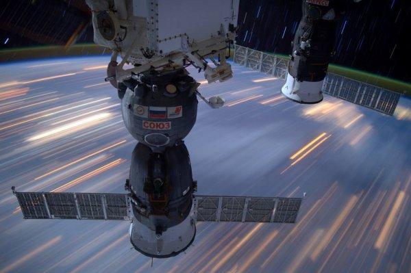 MISSION PROXIMA avec Thomas PESQUET : 28 Mars 2017. VUE DEPUIS L'ISS :Une photo à exposition longue : les lumières des villes qui défilent au dessous de la Station Spatiale ! (Sources ESA-TP)