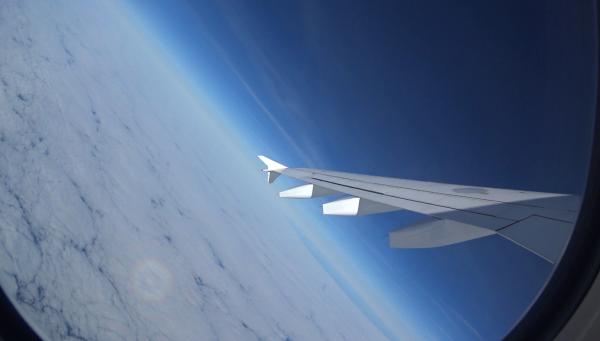 UNE PREMIÈRE MONDIALE !! UN MEMBRE DE L'ASTRO CLUB LOURDAIS, Louis Villefourceix a volé aujourd'hui à bord de L'AIRBUS A310 pour les vols Air Zero G ! Les vols paraboliques sont effectués à bord d'un avion, qui suit un profil de vol alternant des man½uvres de montées et de descentes espacées de paliers. Ces man½uvres, appelées paraboles, permettent chacune d'obtenir jusqu'à 22 secondes d'apesanteur. Pendant chacune d'elles, les objets et les personnes à bord ne ressentent plus la gravité, et peuvent flotter librement dans la cabine de l'avion. LA PREUVE EN IMAGES :