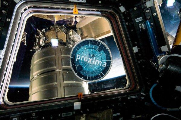 MISSION PROXIMA avec Thomas PESQUET : 28 Mai 2017. J-6 : DERNIÈRE SEMAINE POUR THOMAS PESQUET DANS L'ISS avec deux nouvelles photos : l'écusson de sa mission PROXIMA et une vue de l'ISS qui va probablement lui manquer... à nous aussi !! (Sources ESA-TP)