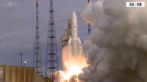 L'IMAGE DU JOUR : NOUVEAU SUCCÈS POUR ARIANE V ce 28 juin 2017. Le décollage d'Ariane 5 VA238 du Port Spatial européen en Guyane française à Kourou s'est très bien passé et a permis de livrer deux satellites de télécommunications, Hellas Sat 3-Inmarsat S European Aviation Network et GSAT-17, dans leurs orbites planifiées. (Source ARIANESPACE-CNES)