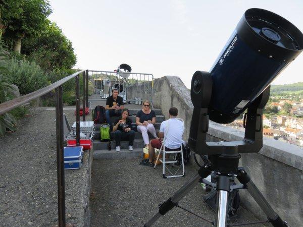 LA NUIT DES ÉTOILES depuis le Château Fort à Lourdes ! Retour en images... La préparation... UN GRAND MERCI à la trentaine de jeunes de l'ASTRO CLUB LOURDAIS pour la mise en place, l'organisation et l'animation de cette soirée et nuit des étoiles !