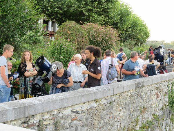 LA NUIT DES ÉTOILES depuis le Château Fort à Lourdes ! Retour en images... Les observations aux télescopes de l'association pour plus de 600 personnes. Un public conquis par les images vues à l'oculaire des télescopes et les explications des jeunes.
