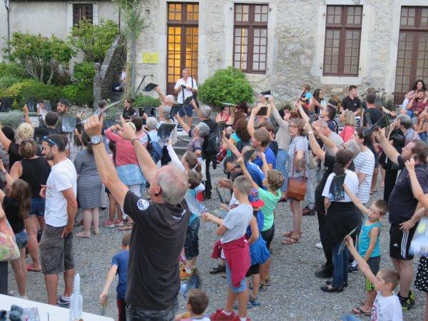 LA NUIT DES ÉTOILES depuis le Château Fort à Lourdes ! Plus de 600 personnes pour cette nouvelle édition de la Nuit des étoiles... Un nouveau succès ! Merci aux jeunes animateurs ! Merci aux personnels et responsables du Château Fort ! Retour en images...