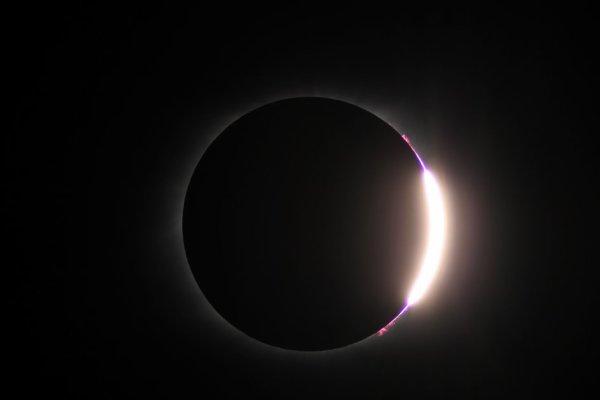 LES PLUS BELLES IMAGES DE L'ECLIPSE TOTALE DU 21 AOUT DEPUIS LES ÉTATS UNIS ET DEPUIS L'ESPACE ! (Sources ESA-NASA-SSI)