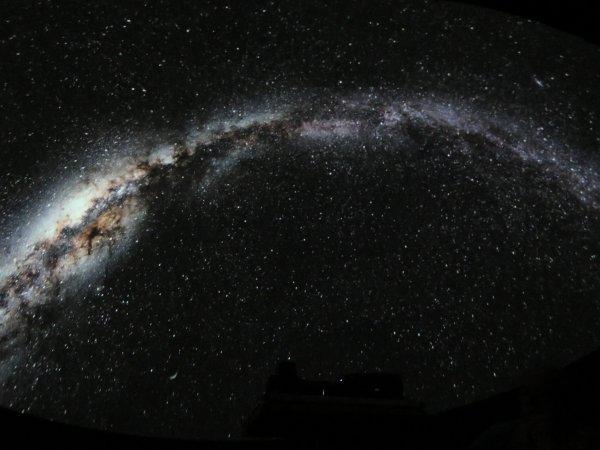 OCT 1988 - OCT 2018, LES 30 ANS DE L'ASTRO CLUB LOURDAIS (Astro Acl) ! Une nouvelle coupole ?! Un nouveau planétarium ?! Pourquoi pas !! Première visite d'un fabriquant espagnol à Lourdes. Coupole innovante, avec un planétaire projetant ciel type stellarium en hémisphérique, avec de nombreux films et images d'une réalité surprenante. LE PLANETAIRE...