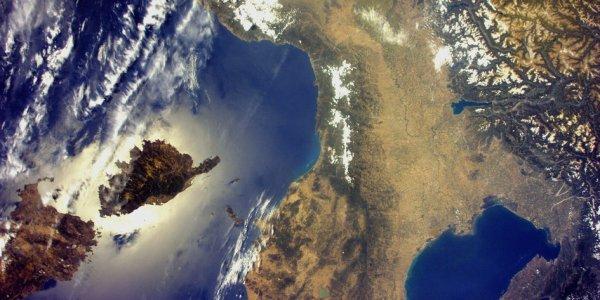 LA TERRE VUE DE L'ESPACE : L'ITALIE DU NORD DEPUIS LA SSI ! Une exceptionnelle image du nord de l'Italie, de la Corse et de la Sardaigne, prise par l'astronaute de l'ESA, Paolo NESPOLI, à bord de la Station Spatiale Internationale. (Sources ESA-SSI)
