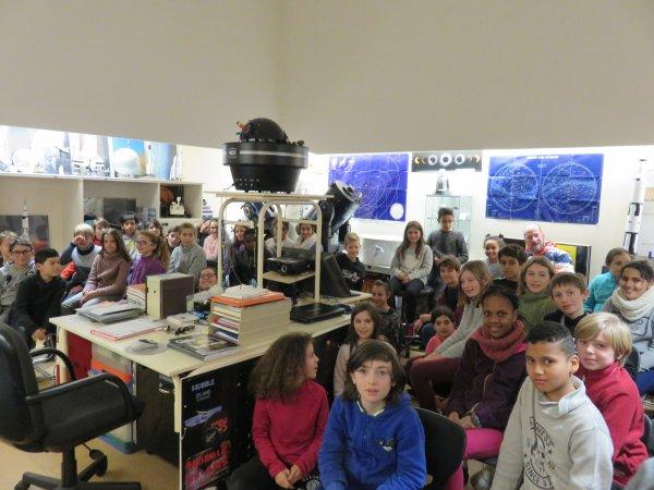 LES MERCREDIS DE L'ASTRONOMIE avec l'ASTRO CLUB LOURDAIS dans le cadre de la présentation de la nouvelle exposition LES COMÈTES (réalisation et production du club d'astro Lourdais) avec un groupe de 50 jeunes de Villenave-d'Ornon. Retour en images...