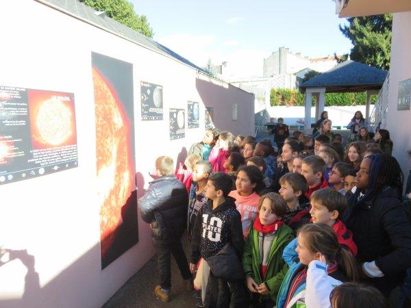DANS LE CADRE DES MERCREDIS DE L'ASTRONOMIE avec l'ASTRO CLUB LOURDAIS, une nouvelle animation avec un groupe de 53 jeunes de Villenave-d'Ornon, et la présentation de la nouvelle exposition LES COMÈTES (réalisation et production du club d'astro Lourdais) Retour en images...