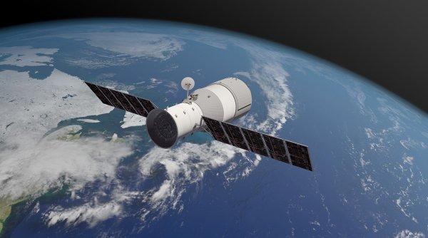 L'IMAGE & L'INFO ASTRO DU JOUR : DES NOUVELLES DE LA STATION SPATIALE CHINOISE TIANGONG-1 ! Selon l'agence spatiale européenne (ESA), la station spatiale chinoise plongera dans l'atmosphère terrestre entre le 31 mars au matin et le 1er avril dans l'après-midi 2018. L'engin plongera vers le sol entre 42,8° de latitude Nord et 42,8° de latitude Sud. Avec une probabilité d'impact de 3% à ses latitudes. Nous ne connaîtrons les sites d'impacts d'éventuels débris que quelques heures avant le crash, deux heures probablement avant, puisque la station fait le tour de la Terre en une heure et demie ! (Sources ESA-C&E)