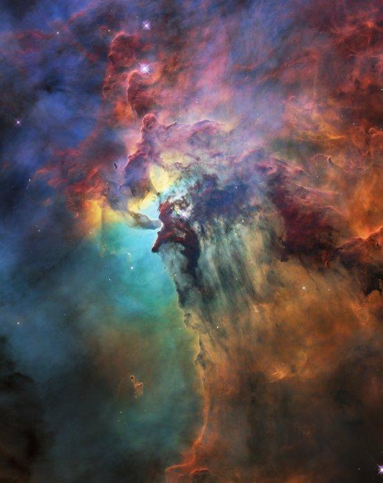 L'IMAGE & L'INFO ASTRO DU JOUR : PHOTO DU 28eme ANNIVERSAIRE DE HUBBLE: LA NÉBULEUSE DU LAGON ! Pour célébrer son 28ème anniversaire dans l'espace, le télescope spatial HUBBLE de la NASA a pris cette image étonnante et colorée de la nébuleuse du lagon. La nébuleuse entière, à environ 4.000 années-lumière, 55 année-lumière de large et 20 années-lumière de haut. Cette image montre seulement une petite partie de cette région turbulente de formation d'étoiles, environ quatre années-lumière de diamètre! Cette étonnante nébuleuse fut cataloguée pour la première fois en 1654 par l'astronome italien Giovanni Hodierna, qui chercha à enregistrer des objets nébuleux dans le ciel nocturne afin de ne pas les confondre avec des comètes. Depuis les observations de Hodierna, la nébuleuse du lagon a été photographiée et analysée par de nombreux télescopes et astronomes du monde entier. (Sources NASA-HUBBLE-ESA)