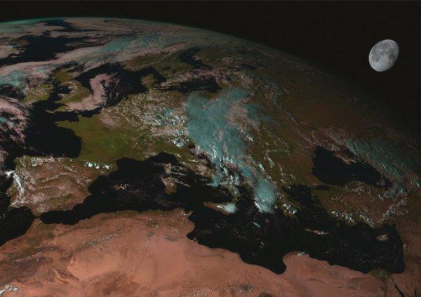 L'IMAGE ASTRO DU JOUR : IMAGE DE LA LUNE AU-DESSUS DE LA TERRE ! Une exceptionnelle et rarissime photo de la lune apparaissant dans une image capturée par l'instrument SEVIRI sur un satellite Eumetsat Meteosat de Seconde Génération ! (Source ESA -Eumetsat)