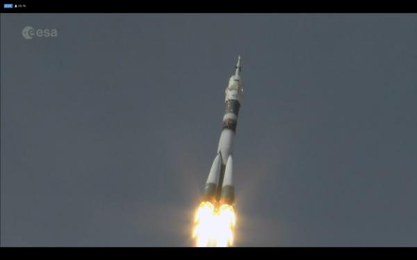 L'IMAGE & L'INFO ASTRO DU JOUR : DÉCOLLAGE DE LA FUSÉE SOYOUZ avec à son bord Alexander Gerst, Serena Auñón-Chancellor de la NASA et le commandant de Roscosmos Sergei Prokopyev, depuis le cosmodrome de Baïkonour au Kazakhstan. La fusée Soyouz de 50 m de haut a propulsé les astronautes à leur vitesse de croisière d'environ 28 800 km/h. Dans les 10 minutes qui ont suivi son lever, le trio a parcouru plus de 1640 km et a gagné 210 km d'altitude. Chaque seconde pendant neuf minutes, leur vaisseau spatial accélérait de 50 km / h en moyenne. Direction la Station Spatiale... (Sources ESA-NASA)