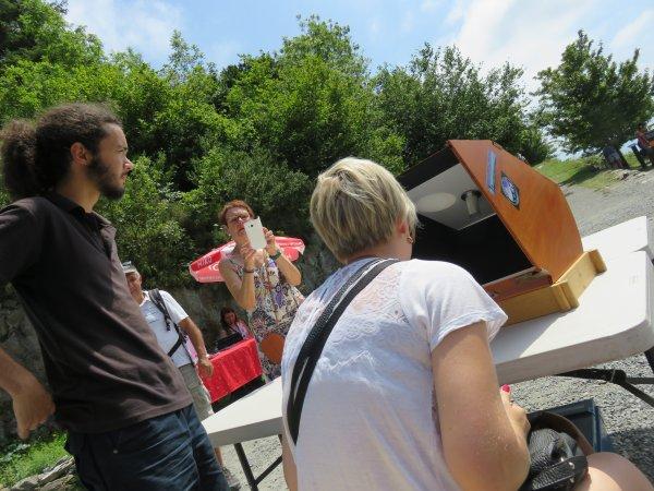 LA SEMAINE DE L'ASTRONOMIE au PIC du JER, REPORTAGE DU JOUR : Du public, du soleil, de belles rencontres, et une nouvelle très bonne après-midi d'animation et d'observation solaire très chaude…