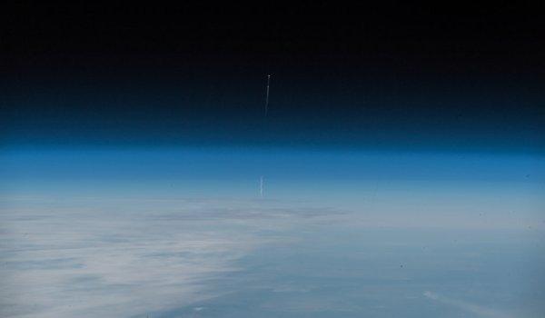 """L'IMAGE & L'INFO ASTRO DU JOUR : L'échec du lancement de Soyouz MS-10 vu depuis la Station spatiale internationale! L'astronaute de l'ESA Alexander Gerst a capturé le lancement avorté du Soyouz MS-10 depuis la Station spatiale internationale et l'a raconté sur ses réseaux sociaux: """"Heureux les amis de vous savoir en vie ! Aujourd'hui a montré une fois de plus à quel point le Soyouz est un véhicule extraordinaire pour pouvoir sauver l'équipage d'un tel échec. Le vol spatial est difficile. Et nous devons continuer à essayer pour le bien de l'humanité."""" (Source ESA-NASA-SSI)"""