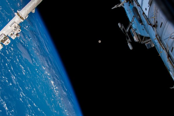 L'IMAGE & L'INFO ASTRO DU JOUR : L'astronaute de l'ESA Alexander GERST a capturé cette image de la Terre et de la Lune depuis la Station spatiale internationale et l'a partagée pour la beauté de l'image ! Bonne journée à tous et à toutes...