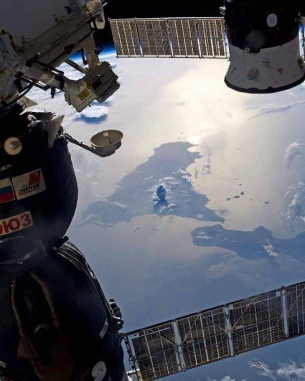 LA TERRE VUE DE L'ESPACE, une image de 2018 : L'ETNA EN ÉRUPTION VU DE LA STATION SPATIALE ! (Sources ISS-NASA)