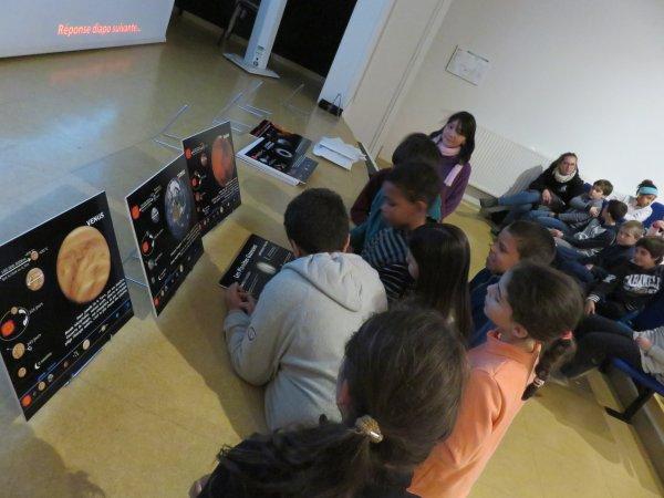 LES IMAGES & L'INFO ASTRO DU JOUR : ANIMATION ASTRO EN IMAGES, avec un groupe de jeunes de Bordeaux, sur la nouvelle animation et exposition de l'Astro Club Lourdais sur le système Solaire. (Conception et réalisation du club).