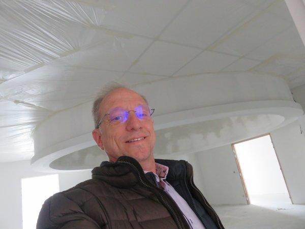 LES IMAGES DU JOUR : Au détour de notre visite au château du Puy du Fou, un artiste peintre dessiné l'intérieur d'une coupole, en costume d'époque ! Dans quelques mois, nous allons vous offrir dans notre future coupole, de merveilleux voyages à travers l'Univers, grâce à ce Planétarium numérique unique dans un établissement scolaire en France, et qui va prendre place sous cette coupole de l'Astro Club Lourdais à Peyramale !