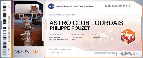 L'IMAGE & L'INFO ASTRO DU JOUR : Pour sa prochaine mission Mars 2020, la NASA invite les citoyens du monde entier à bord de son nouveau rover... Moi c'est fait !! À travers un grand concours qu'elle organise, vous avez la possibilité d'envoyer vos nom et prénom sur Mars. Ils seront gravés sur une puce que transportera le rover de la mission « Mars 2020 ». La puce pourra contenir jusqu'à un million de noms, inscrits à l'aide d'un faisceau d'électrons. Le but de la mission sera de collecter des échantillons, mais aussi d'analyser la géologie, l'atmosphère et les éventuelles traces de vie sur la planète rouge. Et qui sait, peut-être que votre nom sera lu part un petit bonhomme vert curieux qui se sera approché du robot fouineur… Pour participer, rendez-vous sur le site web : https://mars.nasa.gov/participate/send-your-name/mars2020 et inscrivez vos nom et prénom, ainsi que votre pays. Vous recevrez une carte d'embarquement pour la mission qui décollera en juillet 2020 depuis cap Canaveral, pour atterrir en février 2021 dans le cratère Jezero.