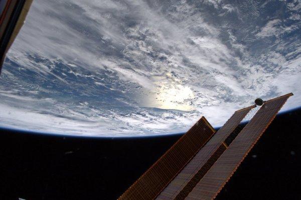 L'IMAGE & L'INFO ASTRO DU JOUR : ET OUI LA TERRE EST RONDE !!! (Suite !) Voici notre belle planète bleue prise par l'astronaute de l'ESA Luca Parmitano depuis la Station spatiale internationale, ce 20 Juillet 2019… Elle est bien ronde ! (Sourdes ESA-NASA-ISS)