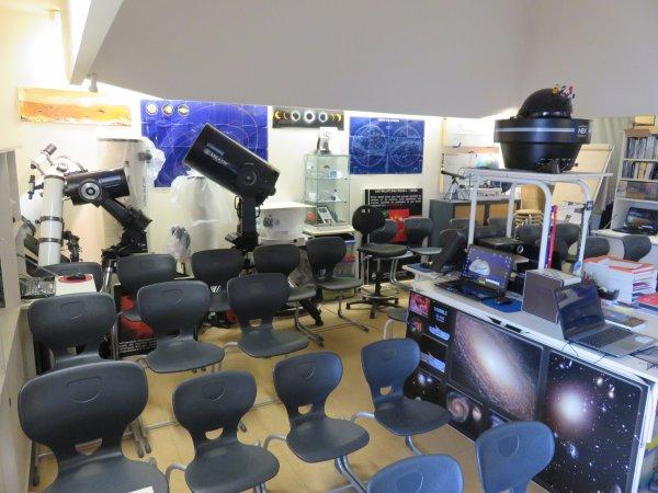 DÉMÉNAGEMENT de la SALLE D'ASTRO vers le pôle ESPACE ASTRONOMIE de l'ASTRO CLUB LOURDAIS du nouveau collège… Avant et après le déménagement… Retour en images !