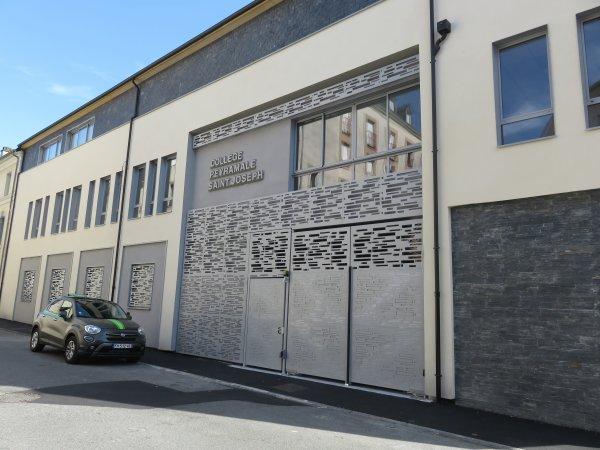 LE NOUVEAU COLLÈGE SAINT JOSEPH PEYRAMALE, photos du 6 Juin 2018 et du 23 aout 2019 ! Un tout nouveau bâtiment de 6 classes, une classe de musique et une classe d'art plastique, et l'ESPACE ASTRONOMIE de l'ASTRO CLUB LOURDAIS… l'extérieur en images !