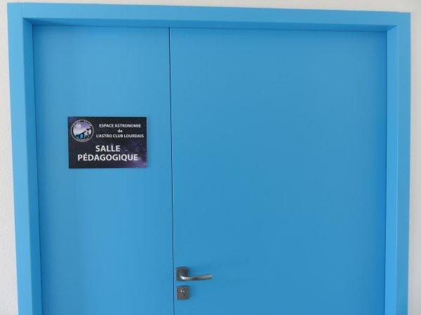 DEUXIÈME VISITE DE L'ESPACE ASTRONOMIE DANS LE NOUVEAU COLLÈGE SAINT JOSEPH PEYRAMALE ! L'ASTRO CLUB LOURDAIS vous ouvre ses portes pour la suite de la visite. Après le PLANETARIUM numérique, continuons par la SALLE PÉDAGOGIQUE, abritant le parc des onze télescopes du club, de 90 à 406mm de diamètre !