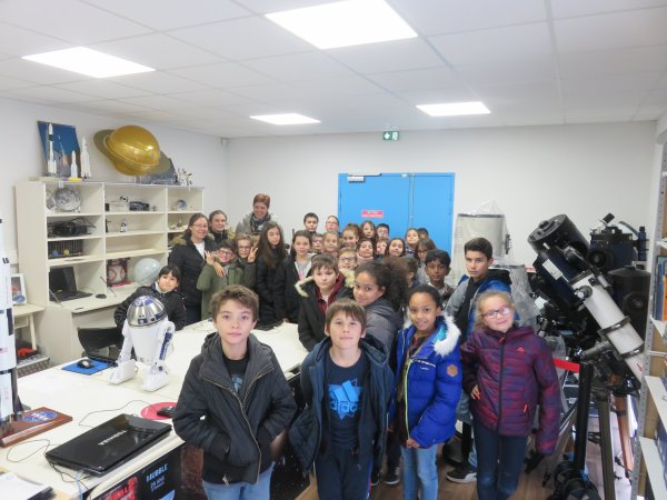 SÉANCE DE PLANETARIUM sur LA POLLUTION LUMINEUSE avec les jeunes de CM2 de l'école Massabielle, dans les locaux de l'Astro Club Lourdais. Retour en images…