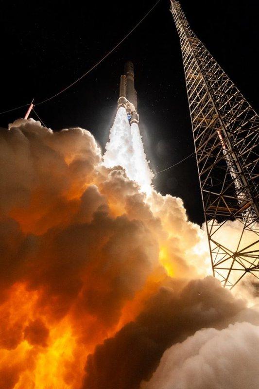 LES IMAGES & L'INFO ASTRO DU JOUR : Quelques images exceptionnelles du 250e décollage d'Ariane 5, prises lors de ce dernier lancement. (Sources CSG-TM-JKP)