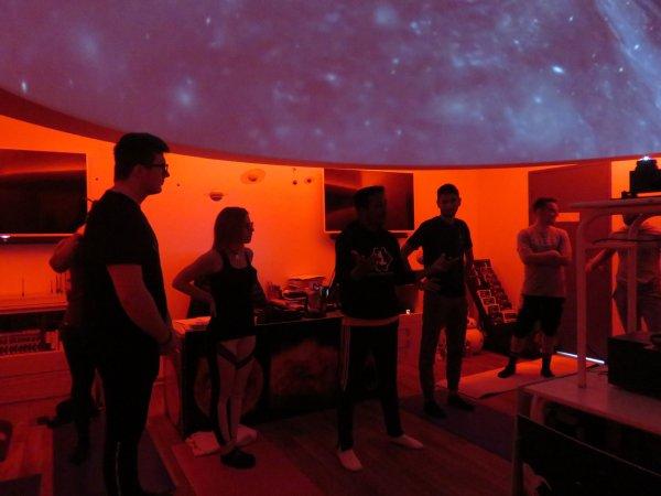 LES IMAGES & L'INFO ASTRO DU JOUR : UN COURS DE YOGA sous le ciel étoilé du Planétarium de l'Astro Club Lourdais… Inhabituel et unique !