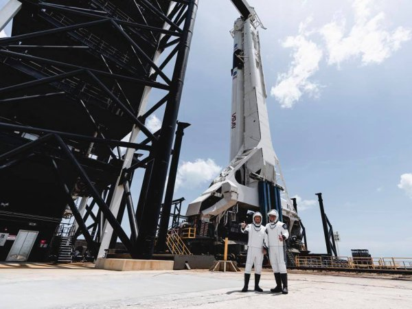 RÊVONS D'ESPACE : DÉCOLLAGE PARFAIT ce samedi à 21h22 ! SPACE X et la NASA ont envoyé les astronautes Robert Behnken et Douglas Hurley vers la Station spatiale internationale. Cette mission marque la première fois depuis la retraite de la navette spatiale en 2011 que les humains s'envolent vers la station spatiale depuis le sol américain. (Source: NASA-SPACE X)