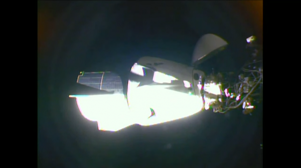 RÊVONS D'ESPACE et de SPATIAL : SUCCÈS pour la première mission conjointe de Space X et de la NASA, les astronautes Robert Behnken et Douglas Hurley sont bien arrivés à la Station spatiale internationale. Les américains sont de nouveau dans la course pour envoyer des hommes dans l'espace ! (Source: NASA-SPACE X)