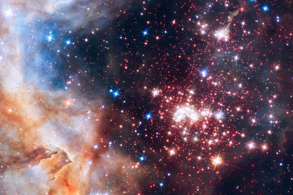 RÊVONS D'ESPACE ET OBSERVONS : Le télescope spatial HUBBLE de la NASA a été utilisé pour mener une étude de trois ans sur l'amas d'étoiles bondé, massif et jeune Westerlund 2. La recherche a révélé que le matériau entourant les étoiles près du centre de l'amas est mystérieusement dépourvu de grands nuages denses de poussière, qui devrait devenir des planètes dans quelques millions d'années. Leur absence est causée par les étoiles les plus massives et les plus brillantes de l'amas, qui érodent et dispersent les disques de gaz et de poussière des étoiles voisines. C'est la première fois que les astronomes analysent un amas d'étoiles extrêmement dense pour étudier les environnements favorables à la formation des planètes. (Sources NASA-HUBBLE-ESA)
