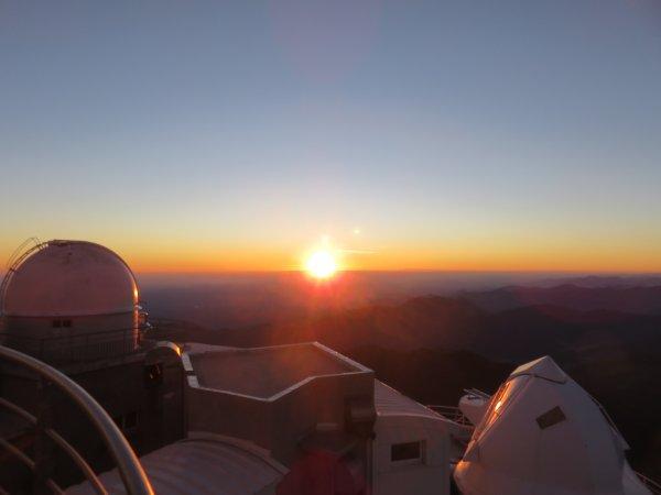 LES JOURNEES S'ENCHAINENT AU PIC DU MIDI… Le ciel étoilée laisse sa place à une étoile, notre Soleil ! De son lever à son coucher, pour laisser éblouir nos Pyrénées… Dernière journée !