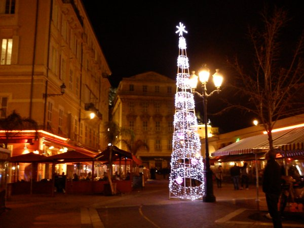 Le Cours Saleya a aussi son sapin