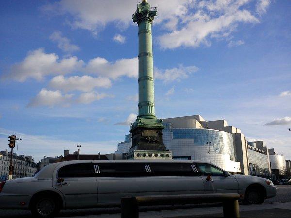 Place de la Bastille, colonne de la revolution de 1830...  et limousine des nouveaux riches du 21e s
